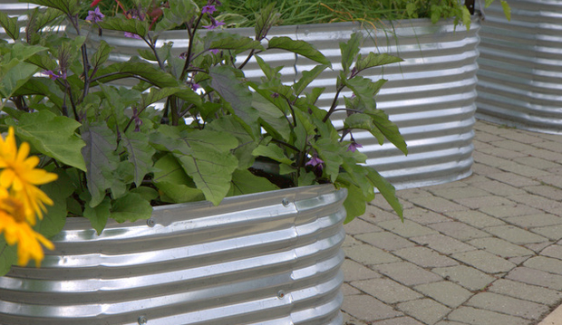 raised bed with aluminum