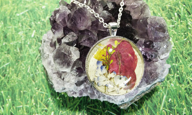 Flower-pressed Necklace